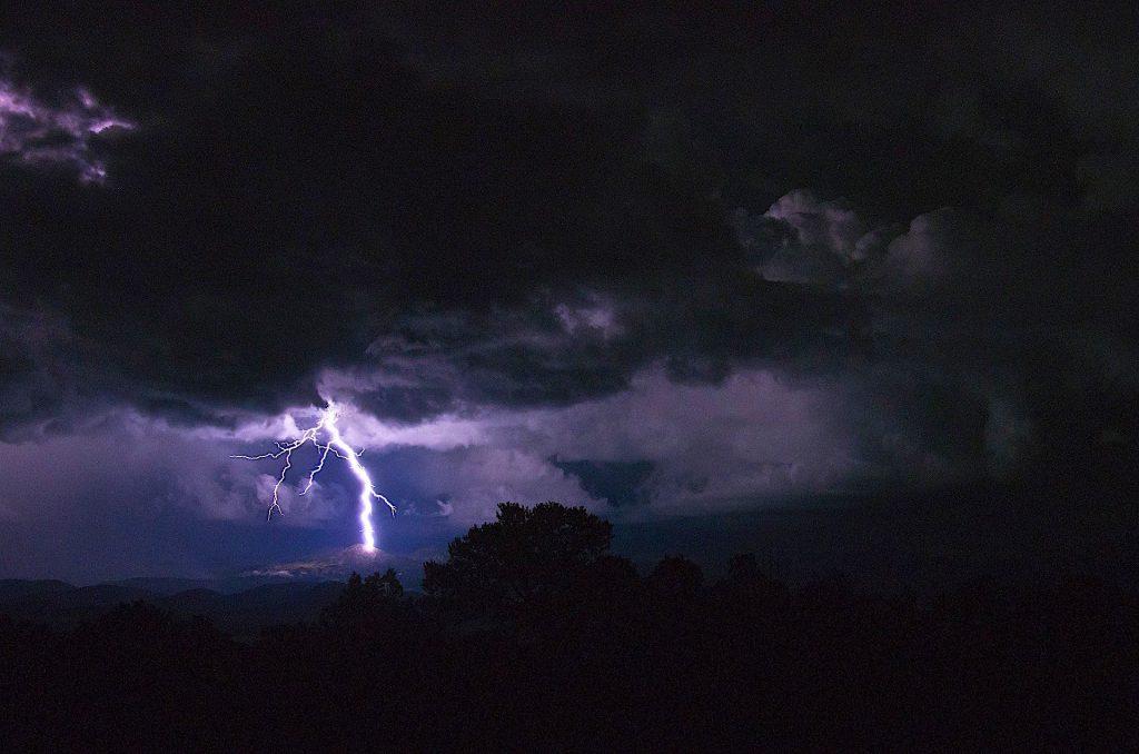 lightning-1550383_1920